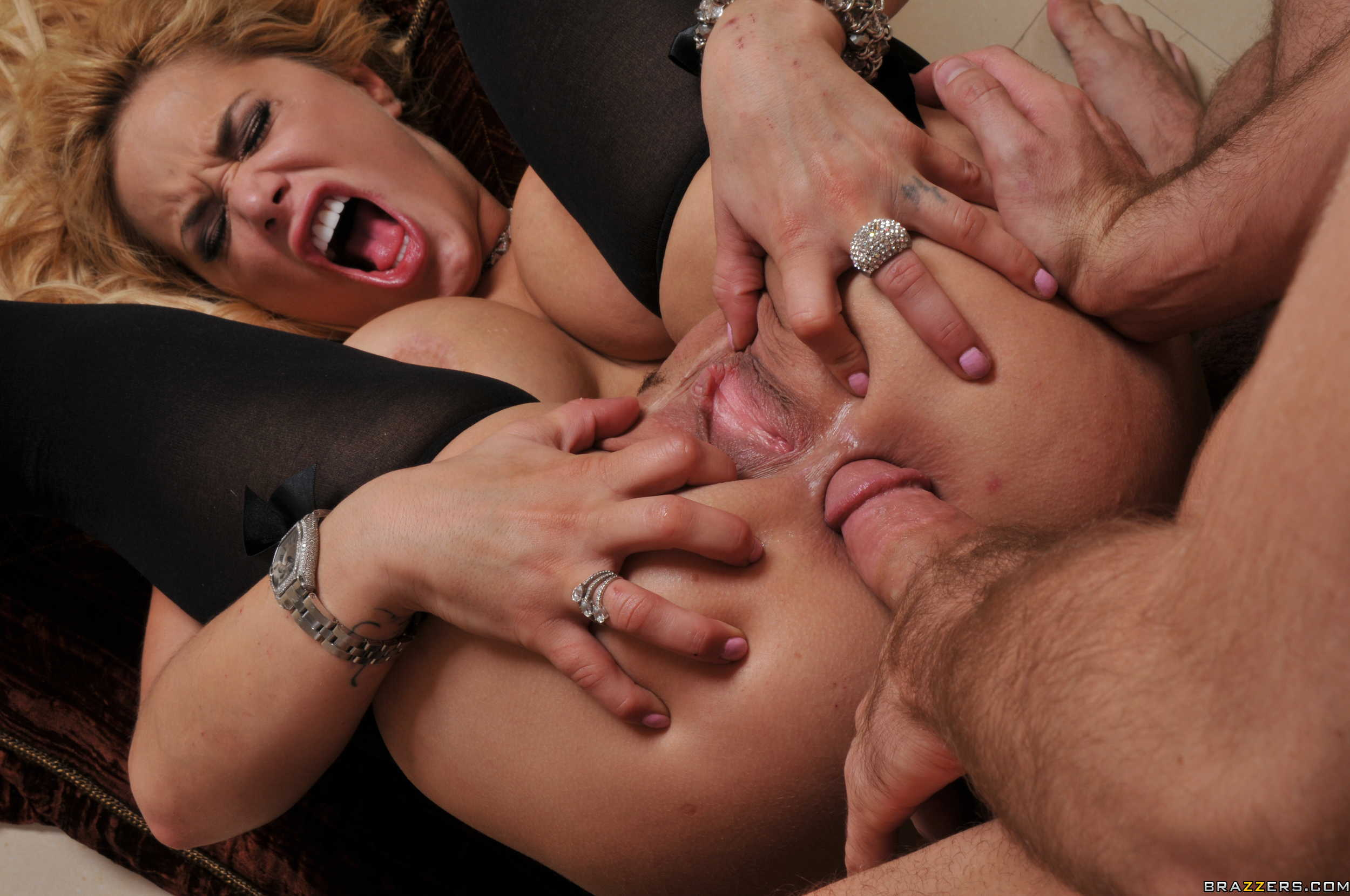 smotret-video-gruppovoy-grubiy-anal